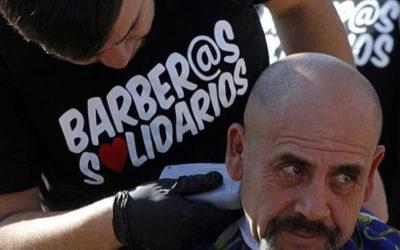 Barberos solidarios cambian rostros y alegran corazones